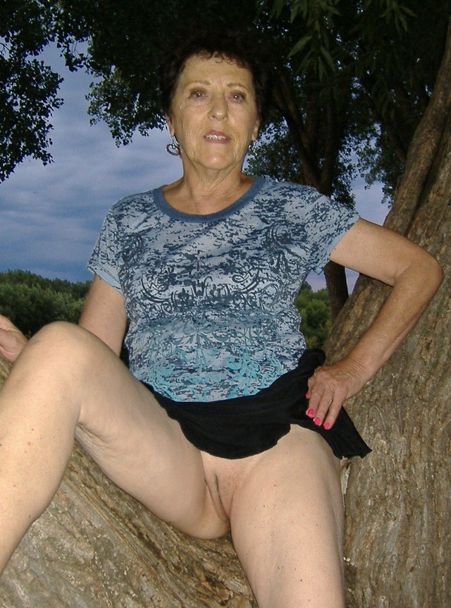 mature grannies porn nude photos media granny