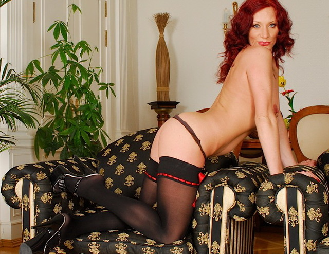 mature in sexy mature sexy femme gode rouge nue rousse avec