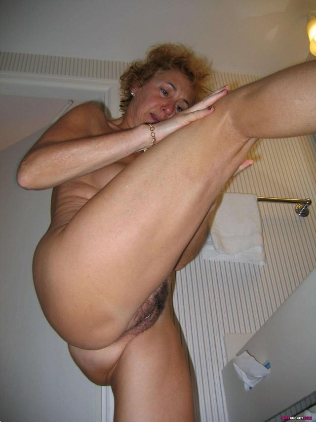 Amateur mature nude women thumbnails