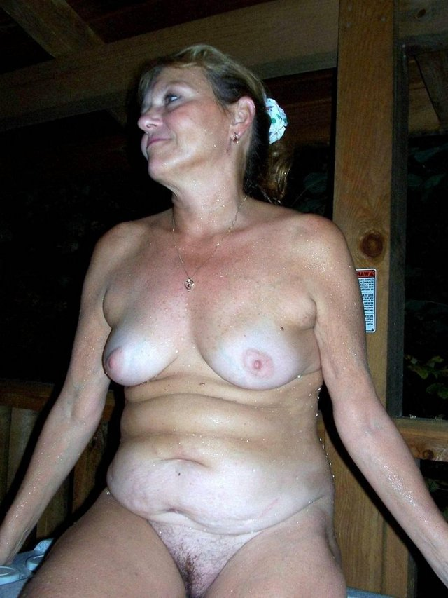 mature ladies porn photos nude littel