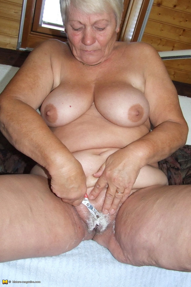mature lady photos amateur lady pussy pictures free older gallery caught shaving