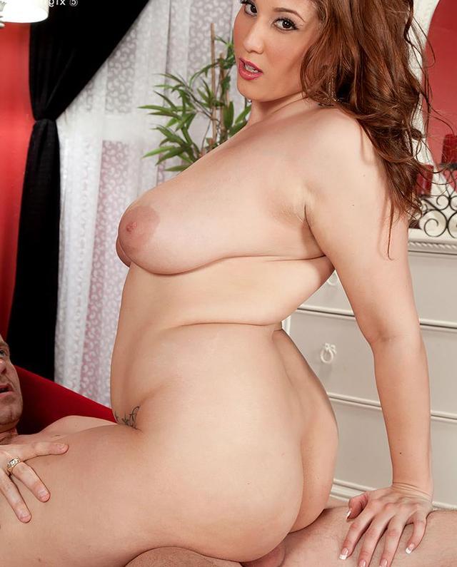 Mature scottish nude model think