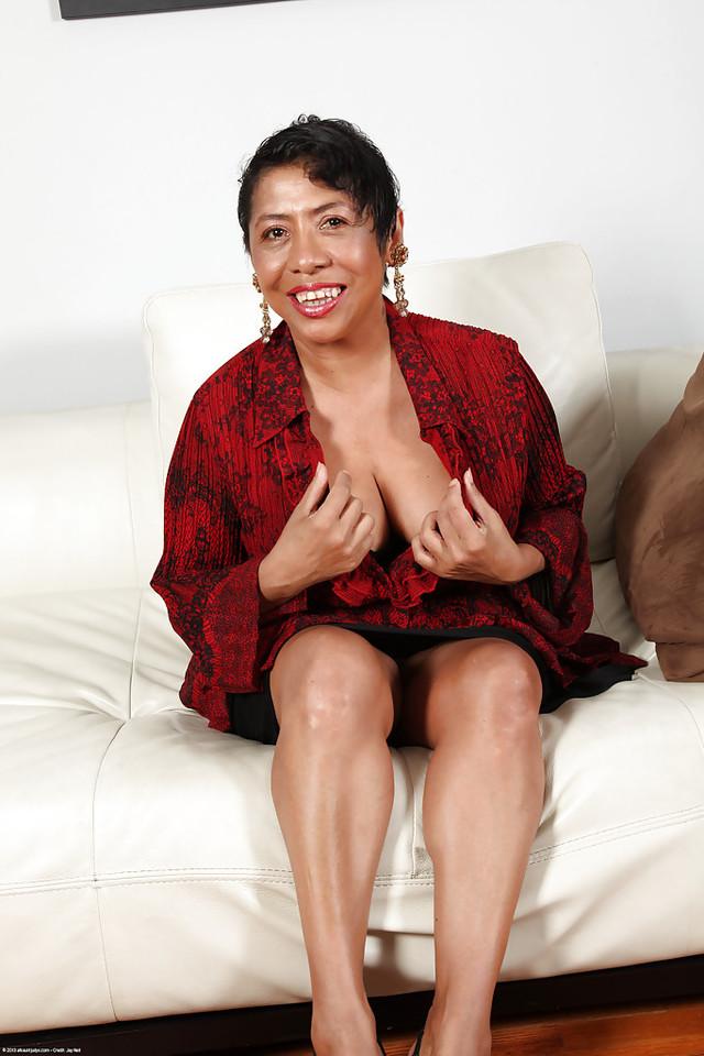 STUNNING latina mature picks she