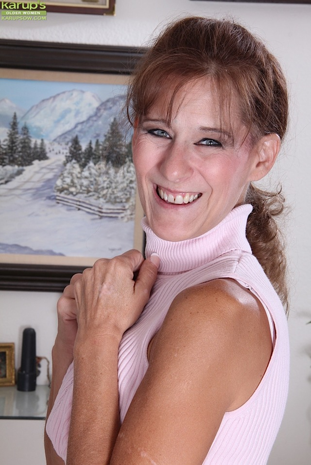 mature milf pic galleries amateur mature naked galleries gallery tan lined gets butt scj alley