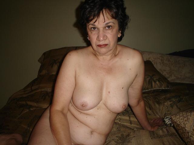 Amateur Milf Pics - Mature Women, Hot Moms, Amateur