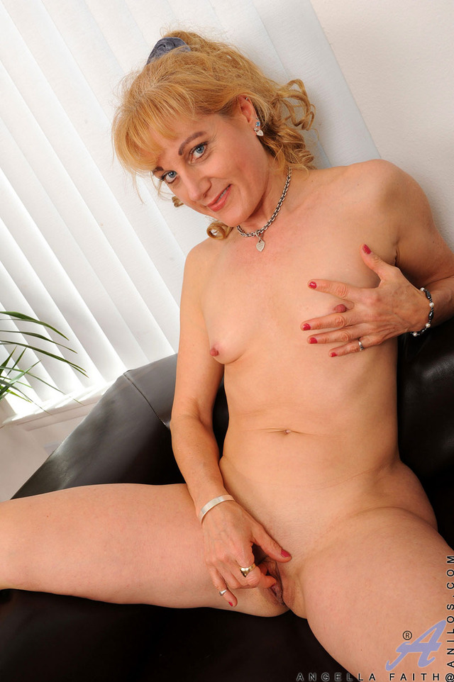 mature milf pussy galleries mature pussy hairy milf busty anilos spreads barbora