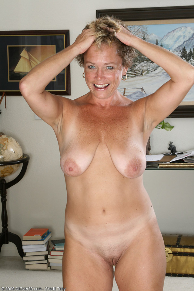 Jennifer anniston naked ass