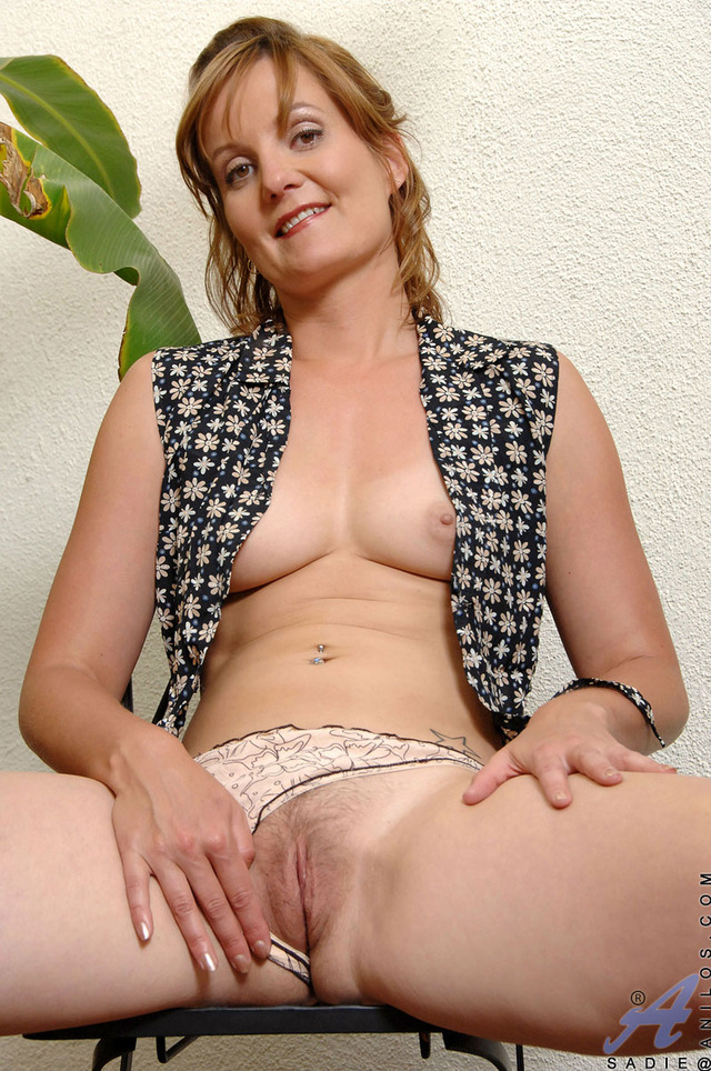mature milf pussy pics mature pussy milf exposes breasts tight anilos sadie