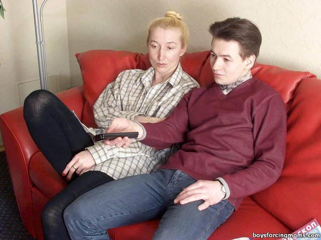 mature mom pics mature mom hot gets son abused
