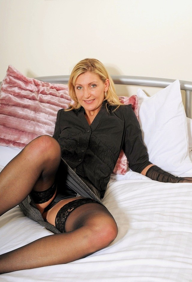 mature moms upskirt pics high moms quality upskirt