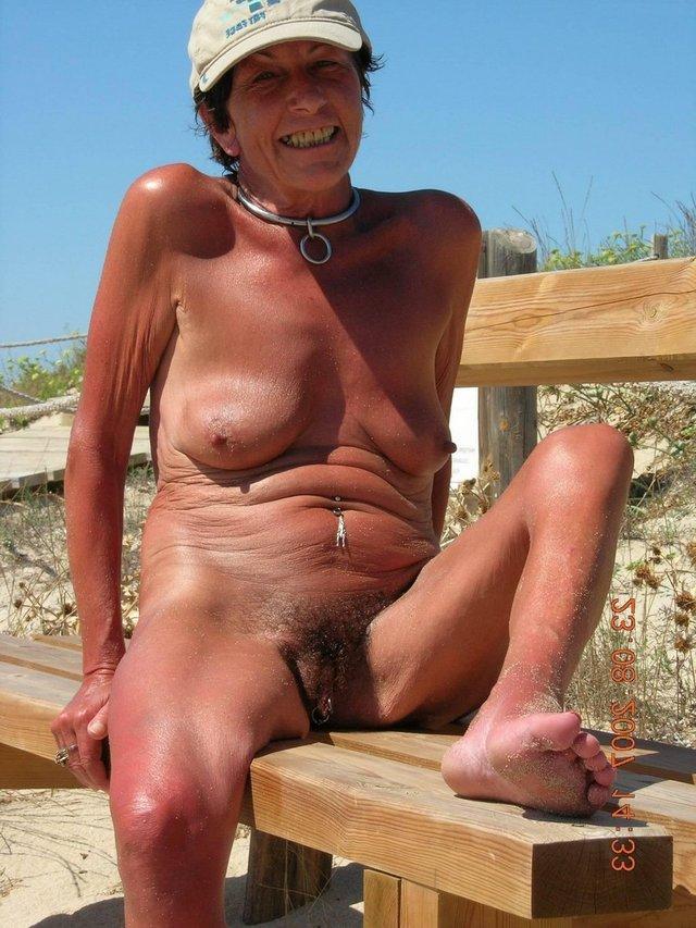 mature nudist lesbisk