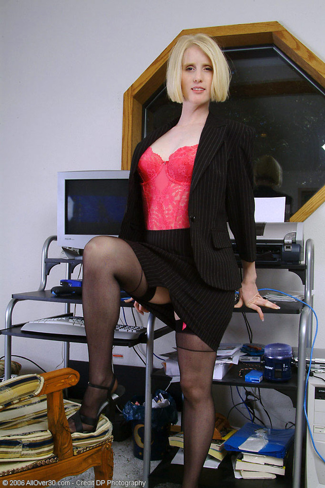 mature office porn pictures mature ass milf blonde stockings horny gets housewife heels high office work