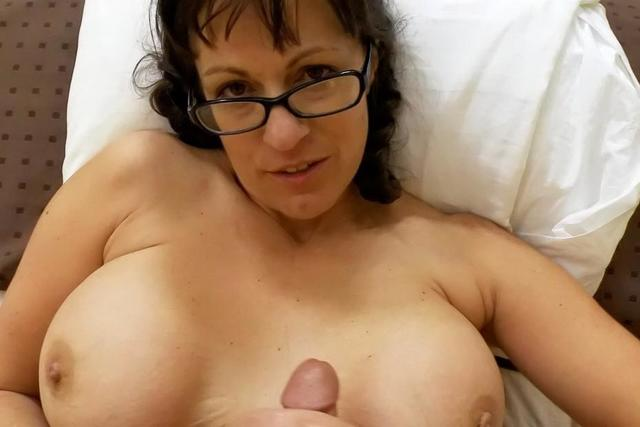 mature pussy pictures mature pussy video over moms senior lips