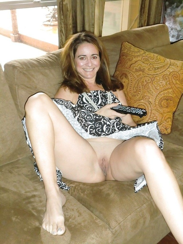 Pink meat amateur upskirt mom