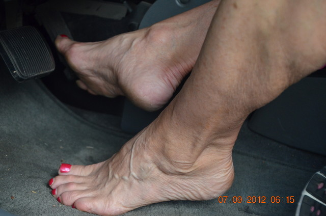 mature sexy feet porn mature porn pics free media feet soles pumping pedal walking