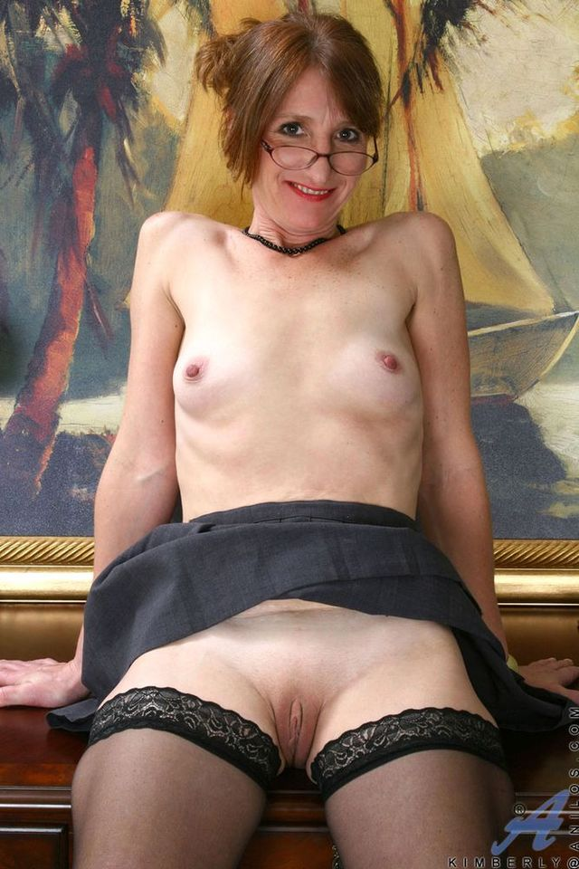 mature small tits mature pics woman tits cunt picpost thmbs showing small shaved