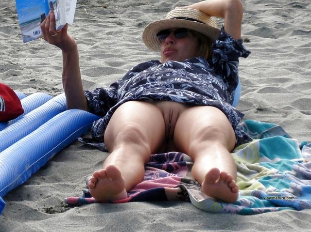 Sexy lady milfs candid