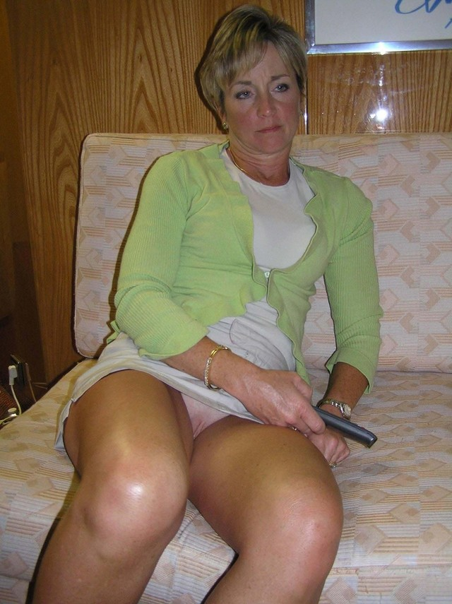 Free mature upskirt video thumbs
