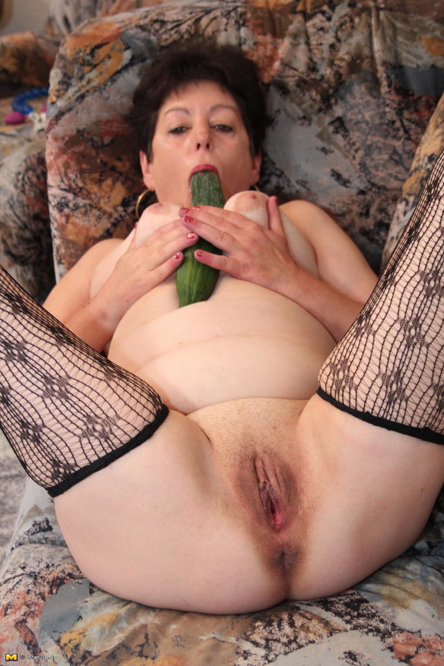 mature vagina pics mature shaved toys vagina some grabs darkhaired