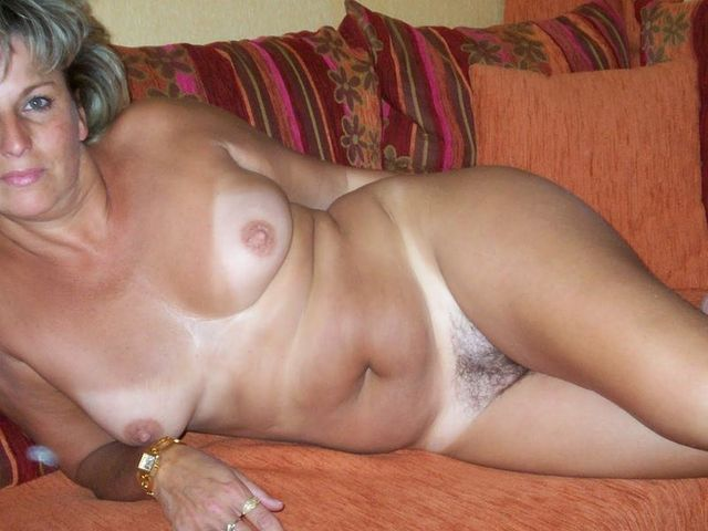 Naked older amateur women