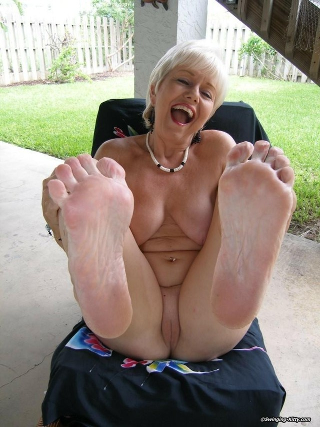 ass Mature feet milf