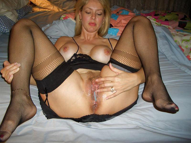 Amateur blonde wife creampie