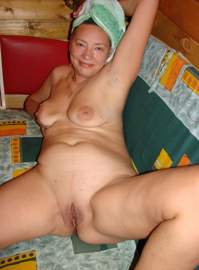 Nude stretch marks mom spreading