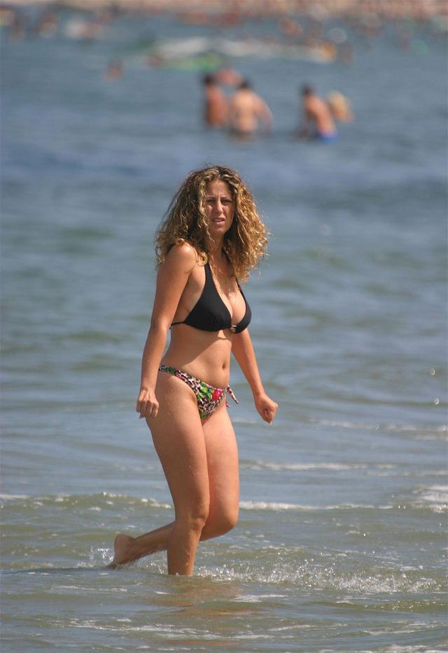 mom bikini pics amateur mother beach bikini