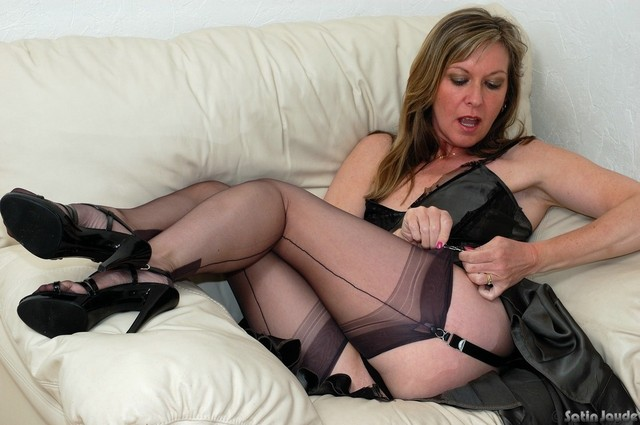 moms in pantyhose porn porn galleries milf videos sexy nylon moms scj