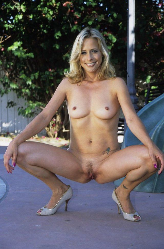 moms nude pussy mom naked hot heels showing shaved lusty squatting ...