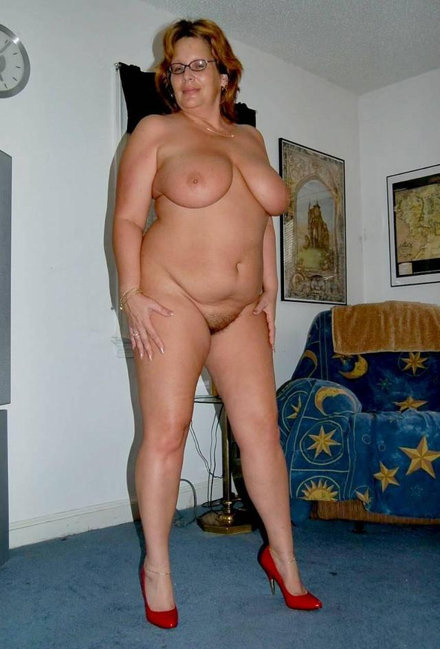 naked mature full figured women