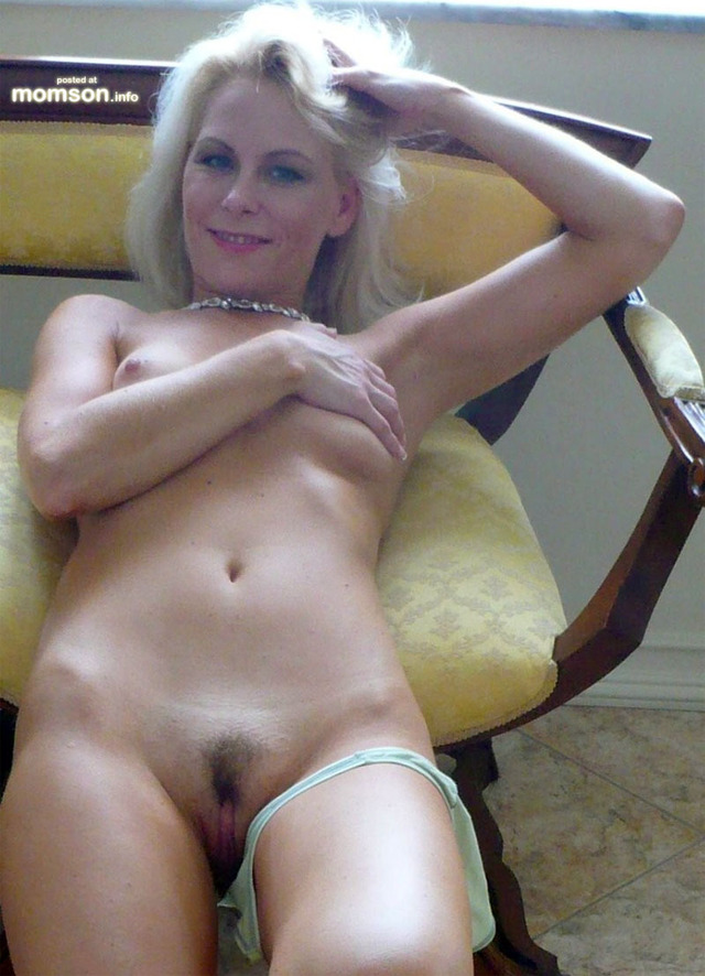 naked mom pics pussy nude mom blonde showing haired semi ndue