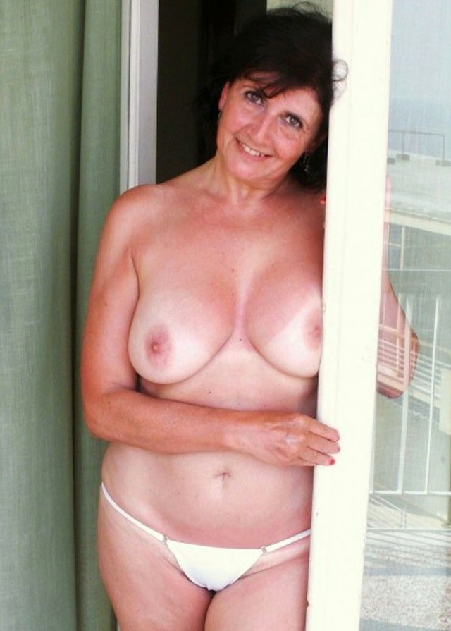 naked mom pictures mom naked camera smiling