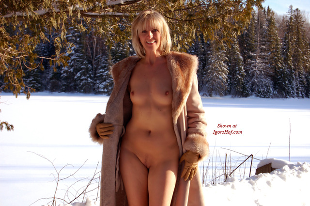 nude milf pics free naked milf sofa voyeurclouds