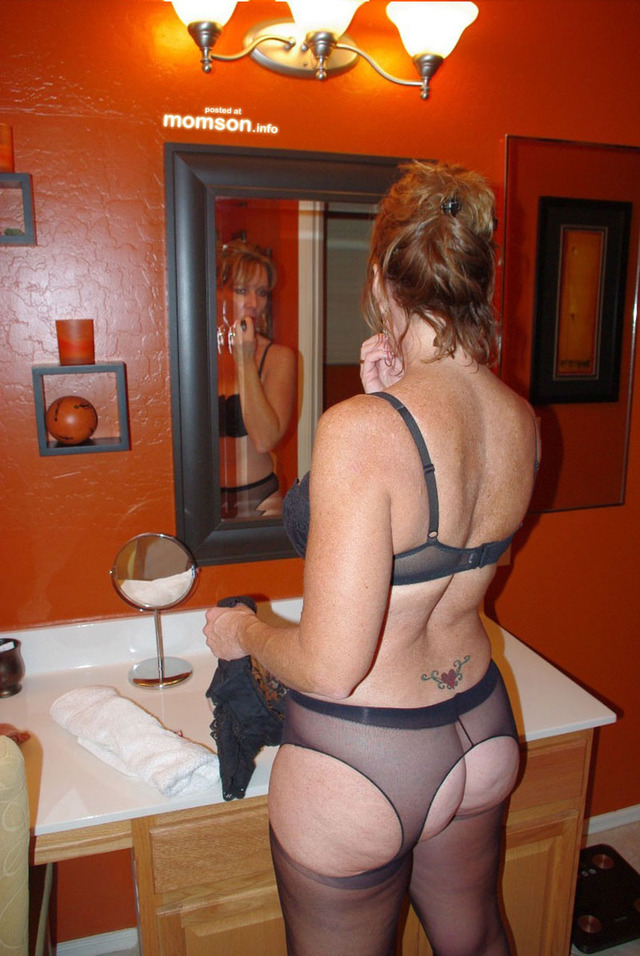 Mom wearing pantyhose pictures