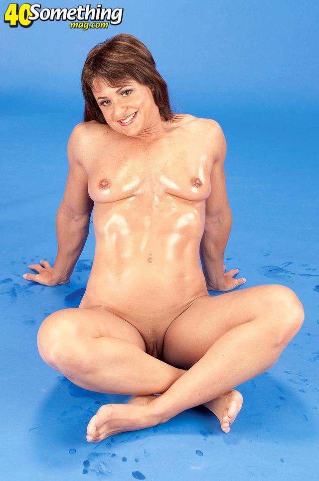 nudist milf pictures milf muscular