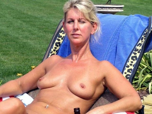 sexy naked girl tan