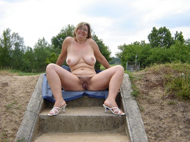 Sarah Barrett Nude