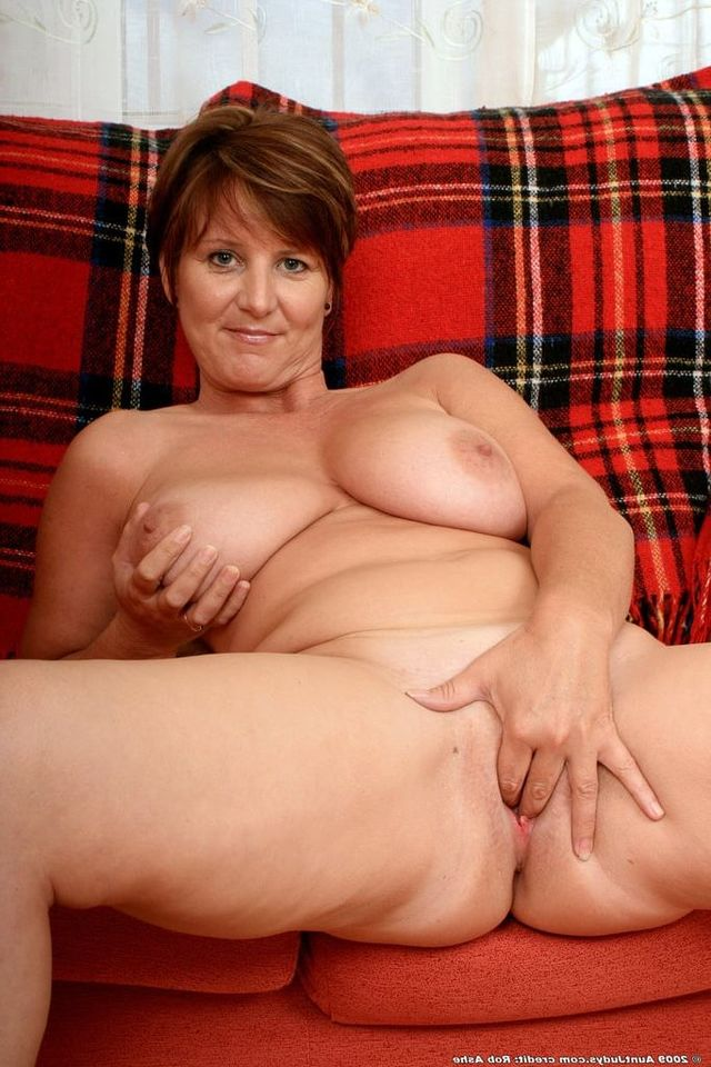 2 bbw milfs in blind date with boys 8