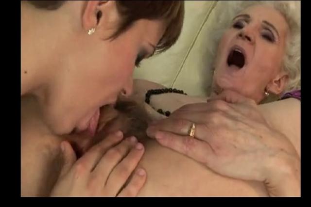 video-russkih-lesbiyanok-s-volosatimi