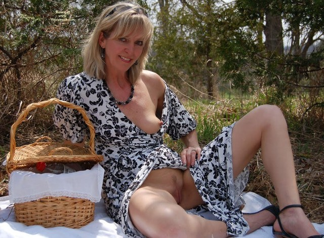 outdoor mature sex pics mature milf outdoor