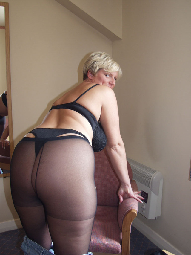 mothers pantyhose wearing
