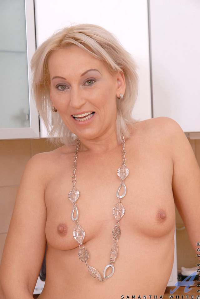 blonde mature pussy mature blonde samantha horny gets white anilos fondles