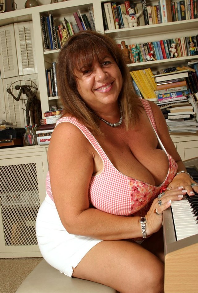 huge tits mature lady mature tits boobs busty huge mercy voluptuous