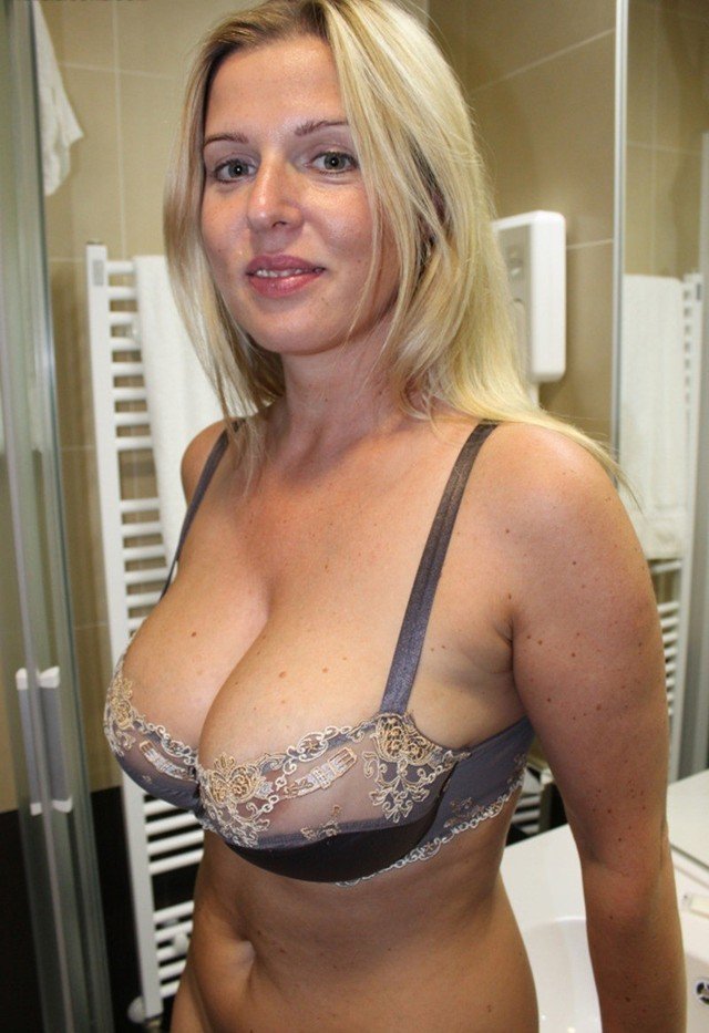 mature milf bra blonde black cute housewife bra nice sheer rack