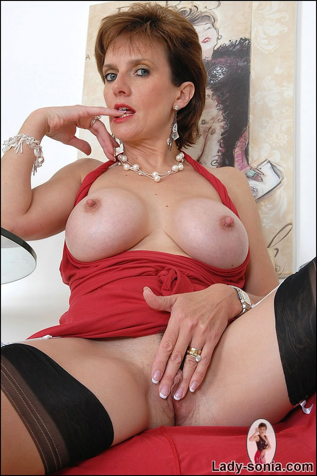 mature red sonia red sexe