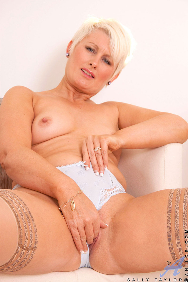 mature sally galleries taylor milf blonde sally samples