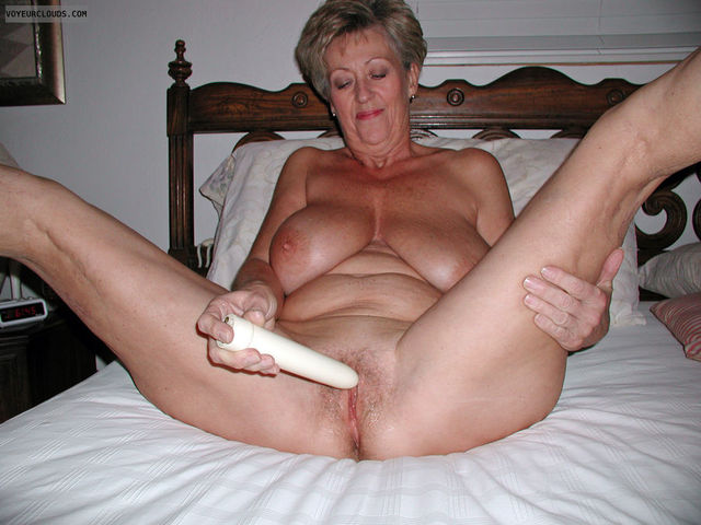 Very old amateur grannies spread wide something