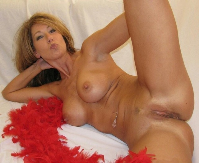 Milf Sex Pics, Hot Milf Pussy, Busty Moms Porn -