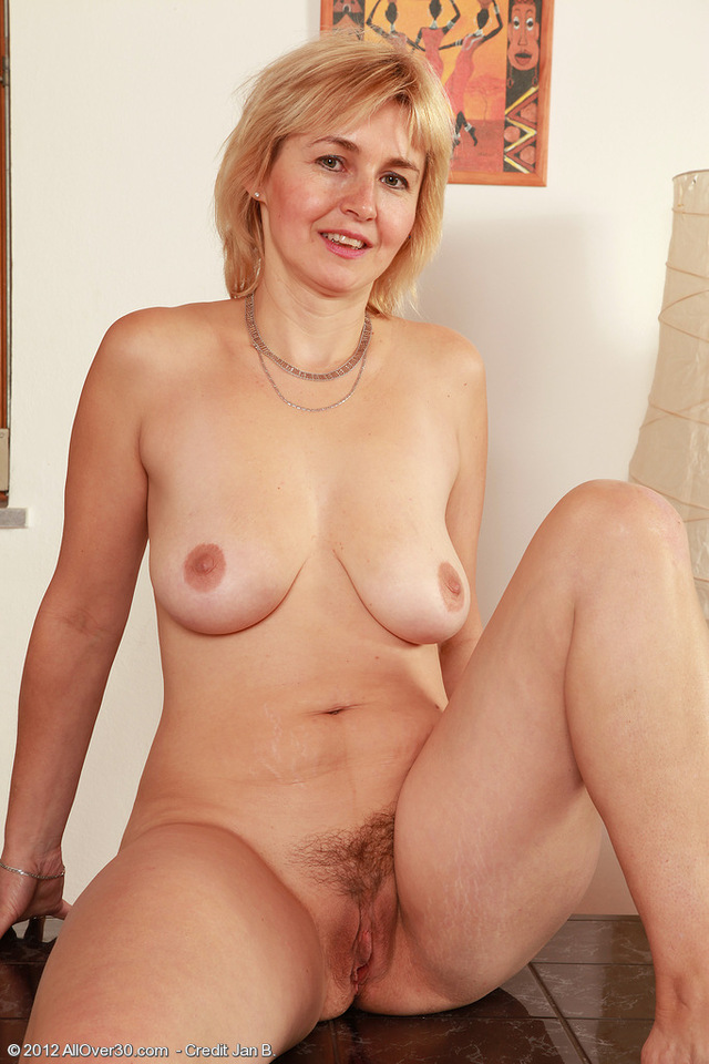 pics of naked milfs hairy milf over all from nella nel